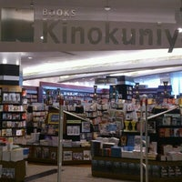 Foto tomada en Books Kinokuniya por Kanokchai C. el 6/17/2012