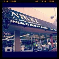 2/27/2012 tarihinde Chloe M.ziyaretçi tarafından Nigel's Beauty Emporium'de çekilen fotoğraf