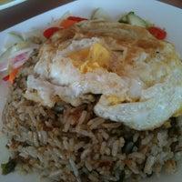 Снимок сделан в Strawberry Fields Cafe пользователем Chong C. 6/26/2012