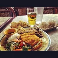 รูปภาพถ่ายที่ Waikikie Hawaiian BBQ โดย David P. เมื่อ 5/18/2012