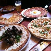 Photo prise au Otto Enoteca Pizzeria par Mike R. le3/1/2012