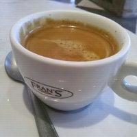 11/14/2011에 Gil B.님이 Fran's Café에서 찍은 사진