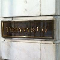 Foto scattata a Tiffany & Co. da Heather B. il 2/5/2012