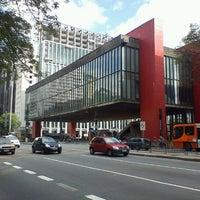 Foto scattata a Museu de Arte de São Paulo (MASP) da Cleber V. il 11/2/2011