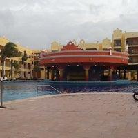 Foto tomada en The Royal Haciendas por Ernesto C. el 8/9/2012