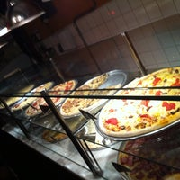 Foto diambil di O Pedaço da Pizza oleh Marcio L. pada 4/28/2012
