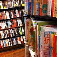Foto tomada en Books Kinokuniya por Parisara w. el 4/14/2012