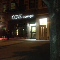 Foto tirada no(a) Cove Lounge por John-Paul G. em 5/17/2012