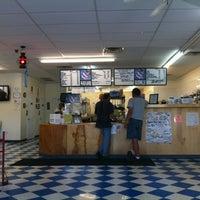 Foto tirada no(a) Oak Island Sub Shop & Salads por Nick N. em 4/27/2012