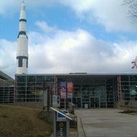 รูปภาพถ่ายที่ Space Camp โดย Libby N. เมื่อ 1/27/2012