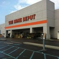 Das Foto wurde bei The Home Depot von Edwin U. am 7/24/2011 aufgenommen