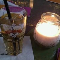 Снимок сделан в más restaurante mexicano пользователем Kathi K. 7/12/2012