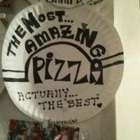 Das Foto wurde bei Best Pizza von Adam K. am 1/25/2011 aufgenommen