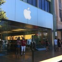 7/7/2012 tarihinde Wally S.ziyaretçi tarafından Apple Town Square'de çekilen fotoğraf