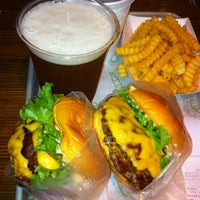 Photo prise au Shake Shack par Morihiko E. le6/17/2012