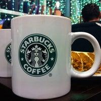 12/24/2011 tarihinde Natalia D.ziyaretçi tarafından Starbucks'de çekilen fotoğraf