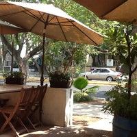 รูปภาพถ่ายที่ La Cafetería โดย Arturo G. เมื่อ 6/13/2012