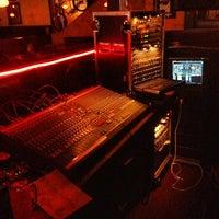 Снимок сделан в Jerseys Bar & Grill пользователем Michael S. 5/13/2012