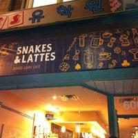Foto tirada no(a) Snakes & Lattes por Ines O. em 10/25/2011