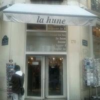 Foto tirada no(a) La Hune por Mathieu C. em 12/10/2011