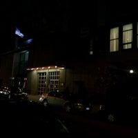 Das Foto wurde bei The Garden at Studio Square von Ari B. am 4/7/2012 aufgenommen