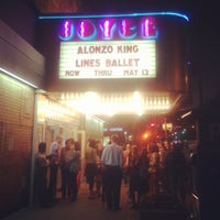 Das Foto wurde bei The Joyce Theater von Lisa am 5/10/2012 aufgenommen