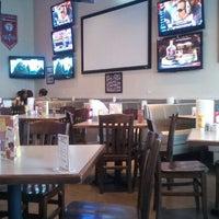 Foto diambil di Pluckers Wing Bar oleh Marquis D. pada 1/9/2012