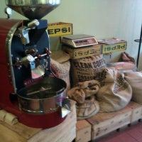 Foto tirada no(a) Ipsento Coffee House por Todor K. em 5/9/2011