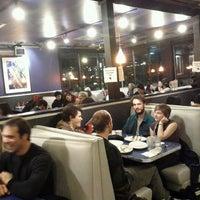 11/27/2011 tarihinde Paulino B.ziyaretçi tarafından Uptown Diner'de çekilen fotoğraf
