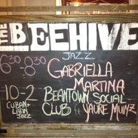 รูปภาพถ่ายที่ Beehive โดย Cacá F. เมื่อ 7/14/2012