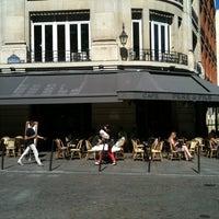 Photo prise au Café Père & Fils par Lionel H. le11/21/2011