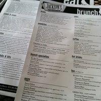 Foto tomada en Jackson's Bar & Bistro por Amanda F. el 6/9/2012