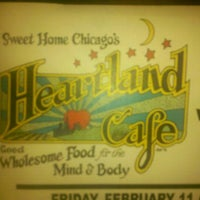 """รูปภาพถ่ายที่ Heartland Café โดย Andrew """"Pindy"""" P. เมื่อ 2/14/2011"""