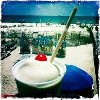 Foto tirada no(a) Flora-Bama Lounge, Package, and Oyster Bar por Kelley em 5/28/2011
