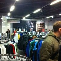 e72bfc20 ... Снимок сделан в Дисконт-центр Nike пользователем Yana K. 3/3/2012 ...