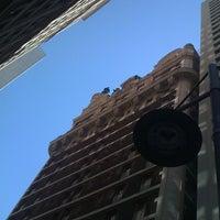 Foto tomada en Magnolia Hotel por Curtis H. el 4/21/2012