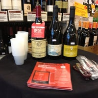 Foto scattata a Whole Foods Wine Store da Flow Wine N. il 8/11/2012