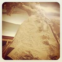 Das Foto wurde bei Drama Book Shop von Megan C. am 2/11/2012 aufgenommen