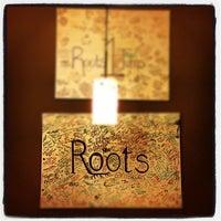 Foto tirada no(a) Roots Coffeehouse por David F. em 6/9/2012