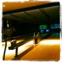 Das Foto wurde bei Blackhawk Bowl / Martini Lounge von Daniel S. am 3/30/2012 aufgenommen