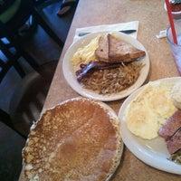 Photo prise au Pecan Creek Grille par Lupe M. le5/28/2012