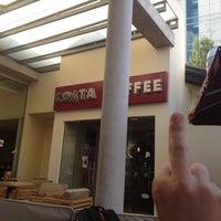 Foto tirada no(a) Costa Coffee por Kyrillos em 8/2/2012