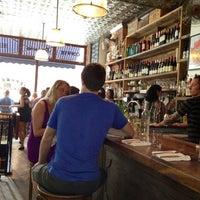 รูปภาพถ่ายที่ Jeffrey's Grocery โดย Kathryn J. เมื่อ 7/29/2012