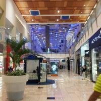 Foto tirada no(a) Mall Multiplaza Pacific por Osvaldo E. em 8/12/2012