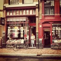 Das Foto wurde bei Concerto Records von miquelcl am 8/31/2012 aufgenommen