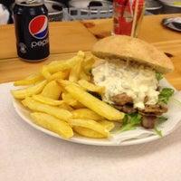 8/30/2012에 Denis R.님이 La Castanya Gourmet Burger에서 찍은 사진