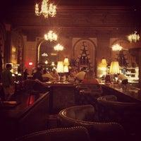Foto scattata a OAK Long Bar + Kitchen da Seahee P. il 9/4/2012