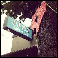 Foto tomada en Delta Cafe por Mason W. el 6/2/2012
