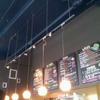 รูปภาพถ่ายที่ Yellow Dot Cafe โดย Jamie D. เมื่อ 9/22/2011