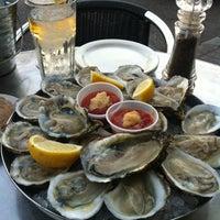 1/28/2012에 Chris님이 J & J Seafood Bar에서 찍은 사진